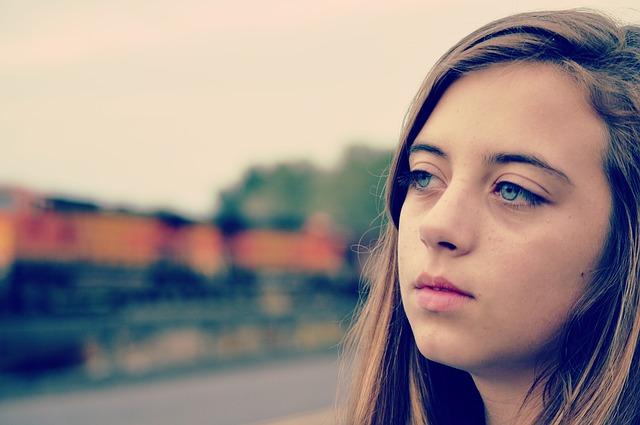 失恋で悲しむ女性