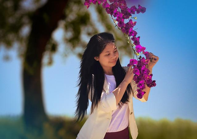 美しい花と女性