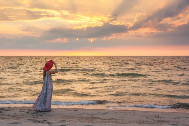 広い海と美女