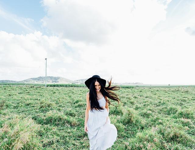 草原の中の美女