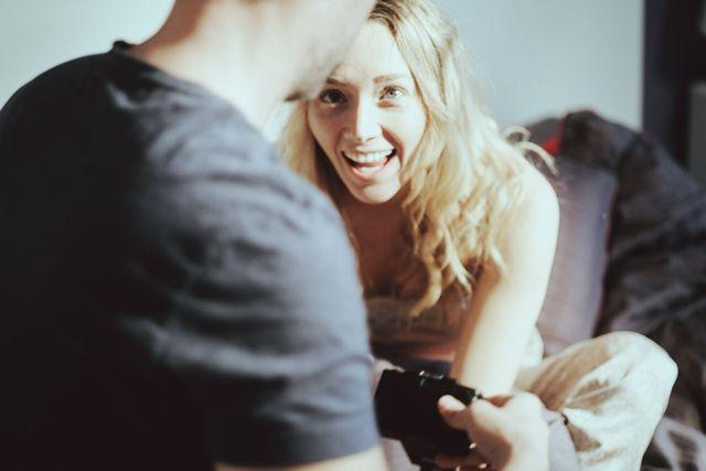 笑顔が輝く女性